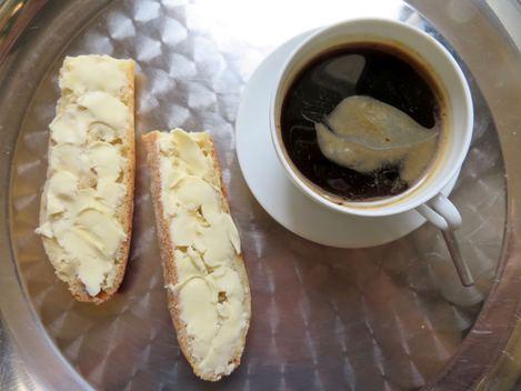 tartine baguette beurrée café