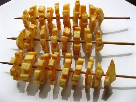 brochettes de pommes de terre frites