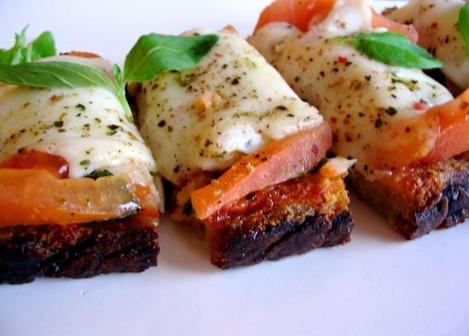 bruschetta tomate, ail, mozzarella et basilic
