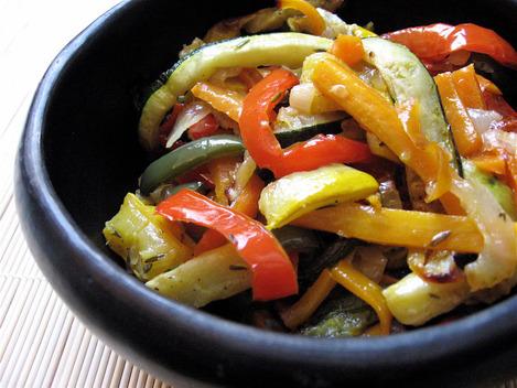 Légumes émincés et grillés au four