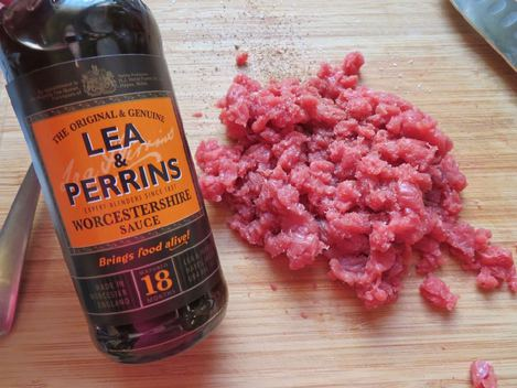 steak tartare de boeuf sauce Worcestershire